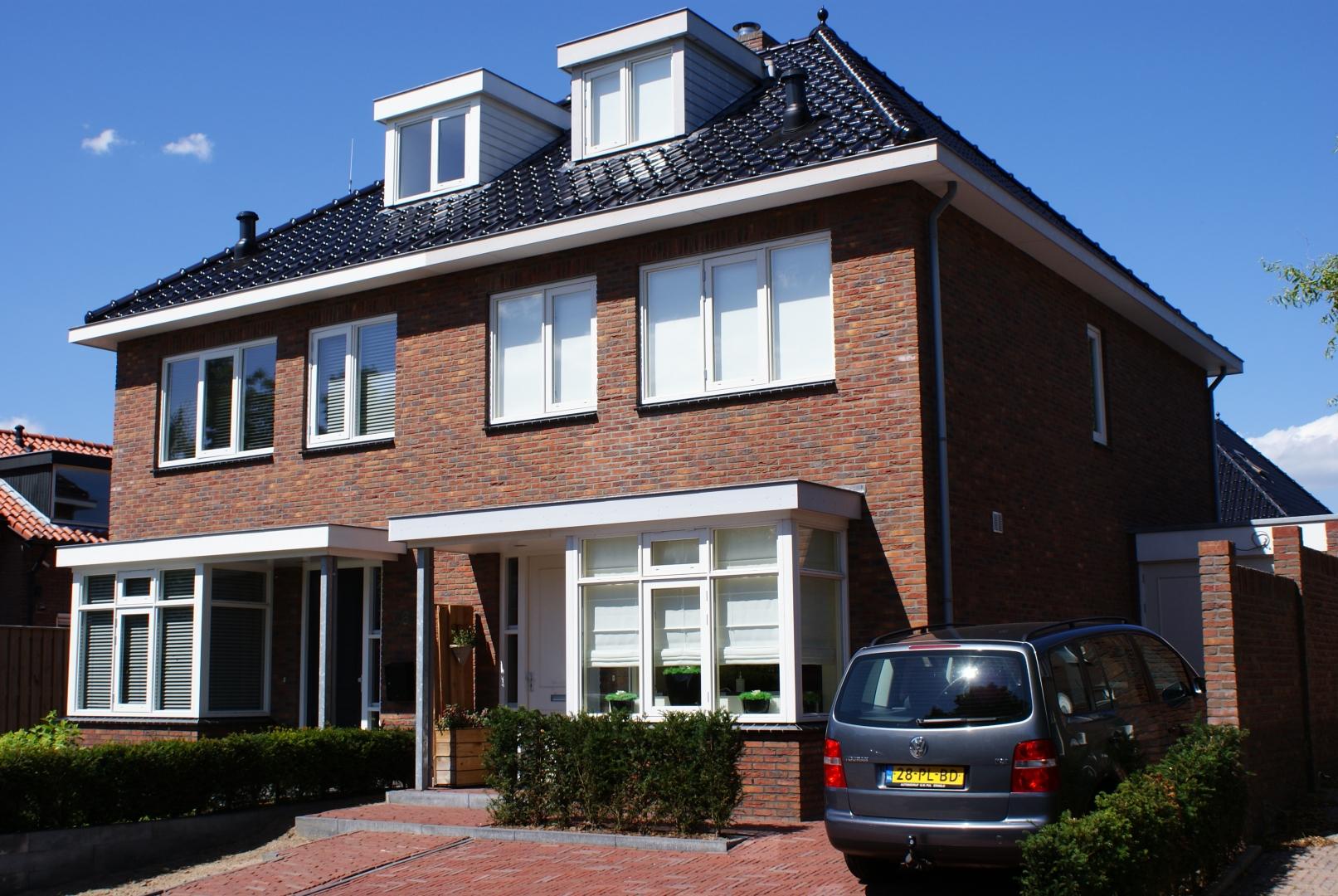 Bouw van prachtige dubbele woning met garage aan de Hamburgerweg in Ermelo