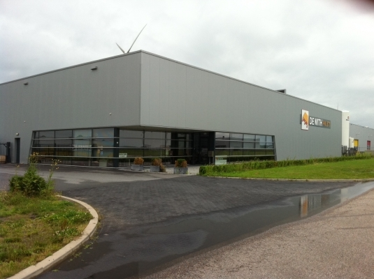 Nieuwbouw bedrijfshal en kantoor voor De With Pallets in Zeewolde.