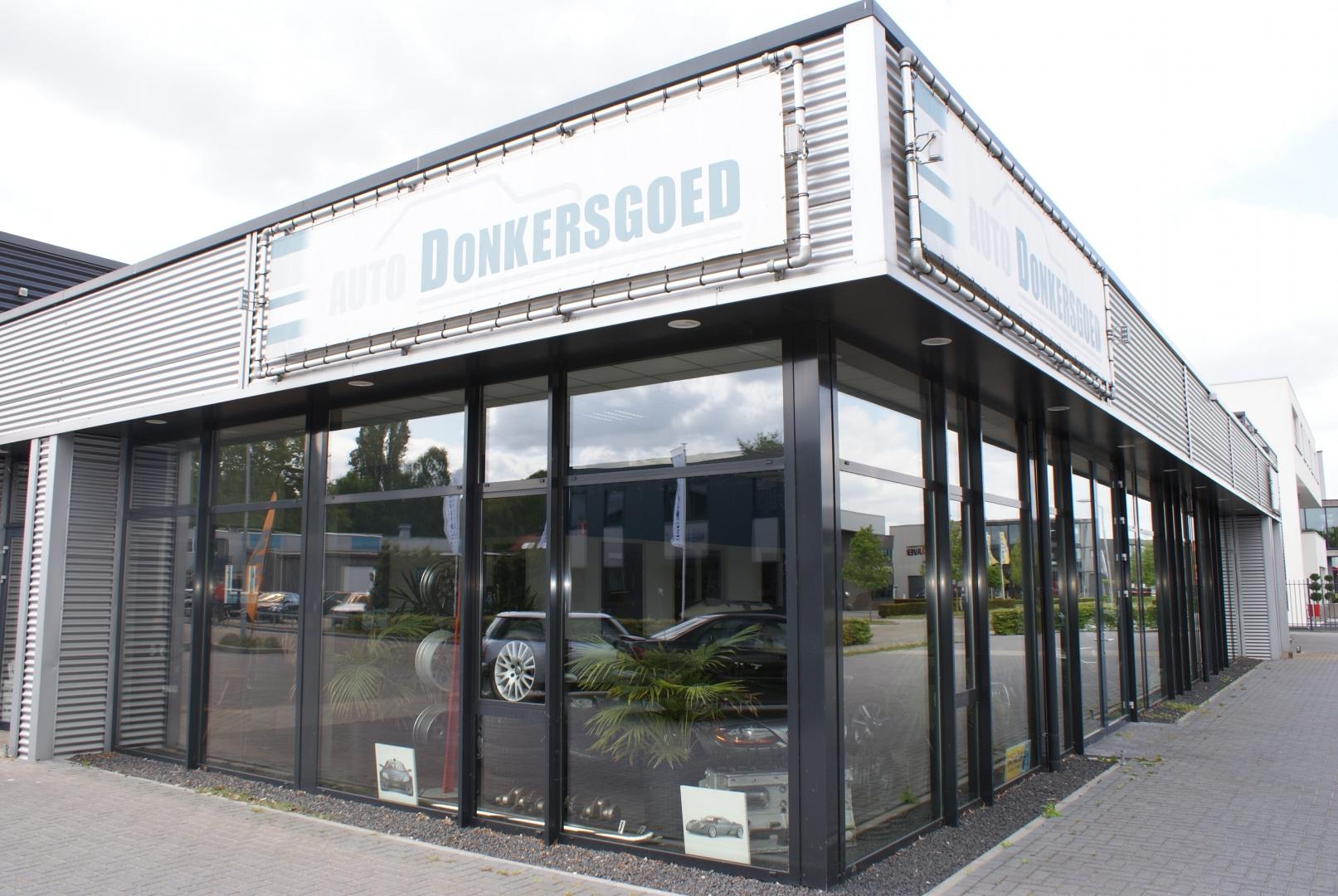 Nieuwbouw bedrijfspand met showroom voor Auto Donkersgoed in Ermelo