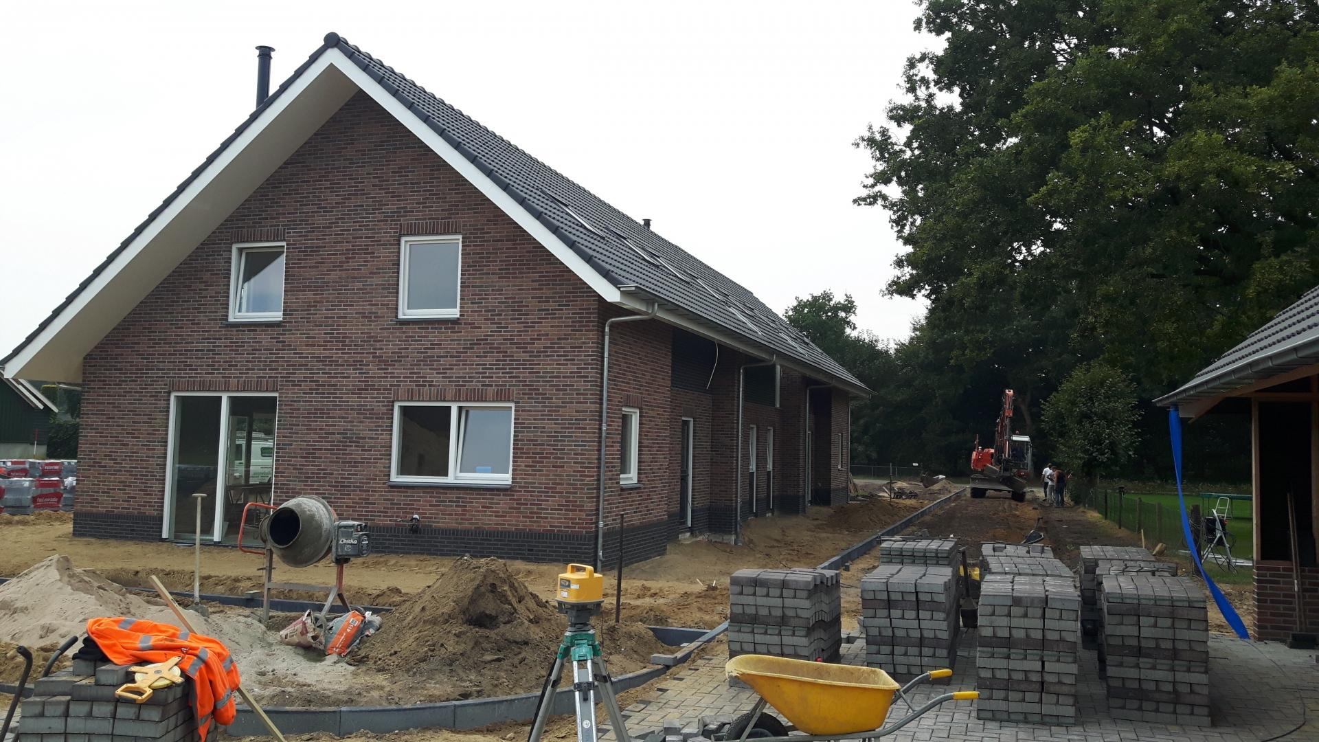 Nieuwbouw drie woningen project De Hof aan de Buurtweg 73 in Speuld
