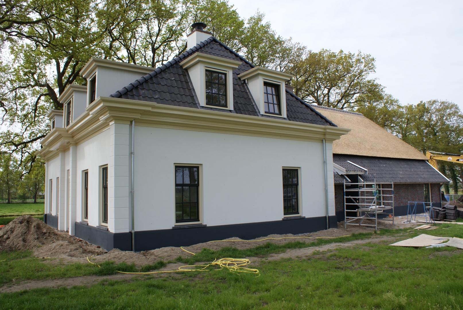 Nieuwbouw imposant landhuis met bijgebouwen aan de Waterweg, achter landgoed Groot Dasselaar in Putten