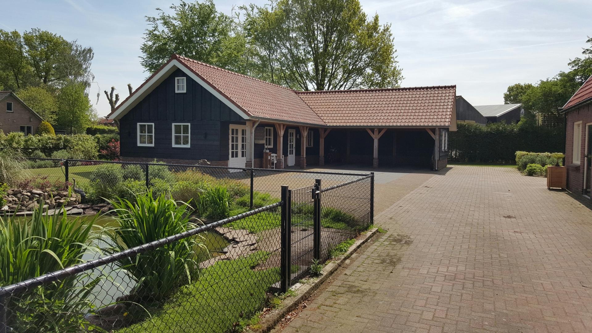 Nieuwbouw schuur met dubbele carport in buitengebied van Ermelo