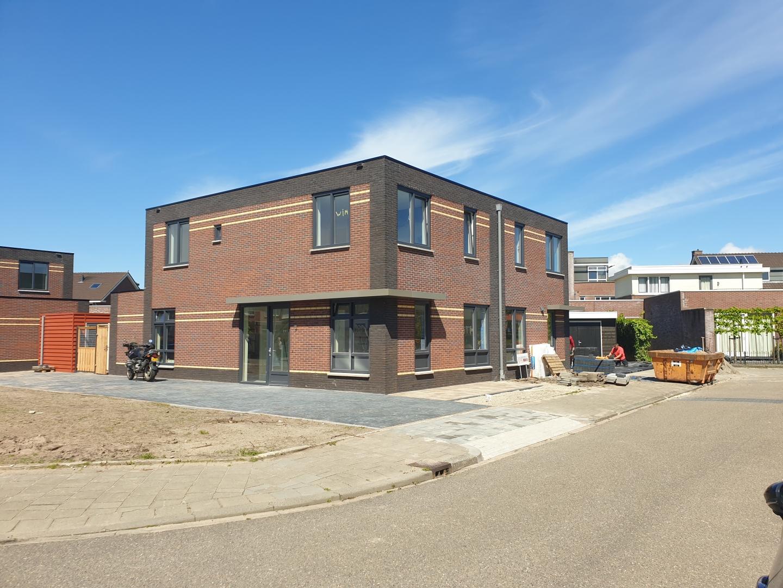 Nieuwbouw twee-onder-een-kapwoningen te Harderwijk.