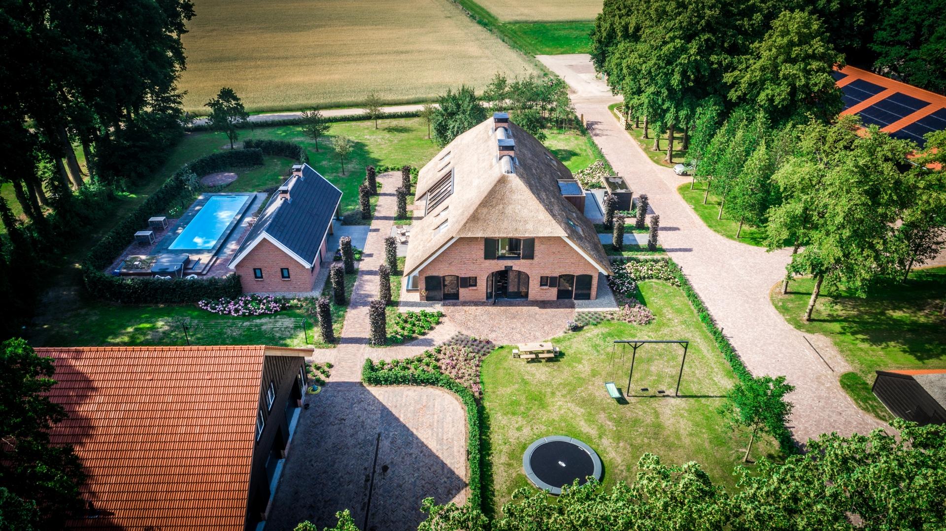 Nieuwbouw woonboerderij met een mooie mix van modern en authentiek, te Ermelo.