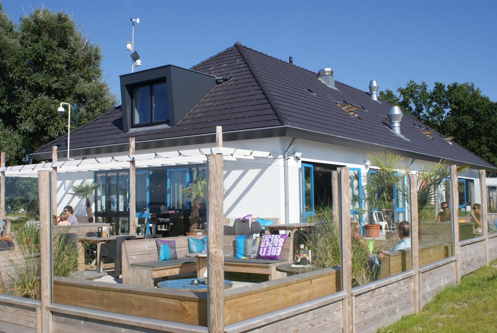 Renovatie en inrichting van het Telstar Surfpaviljoen op Strand Horst